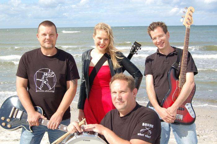 Von links: Howie Ohlsen (Gitarre und Gesang), Mia Ohlsen (Gesang und Gitarre), Joey Ohlsen (Drums), Tommy Ohlsen (Bass)