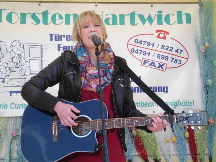 Mia Ohlsen beim Hasenmarkt in Osterholz-Scharmbeck Ostern 2015 (Foto copyright: MammaMia)